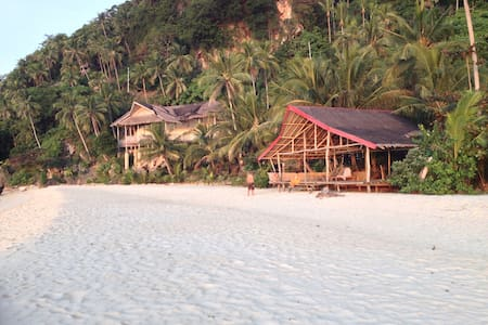 White Beachfront & Cottages - Bungalow 2- Sea view - Buruanga - Bed & Breakfast