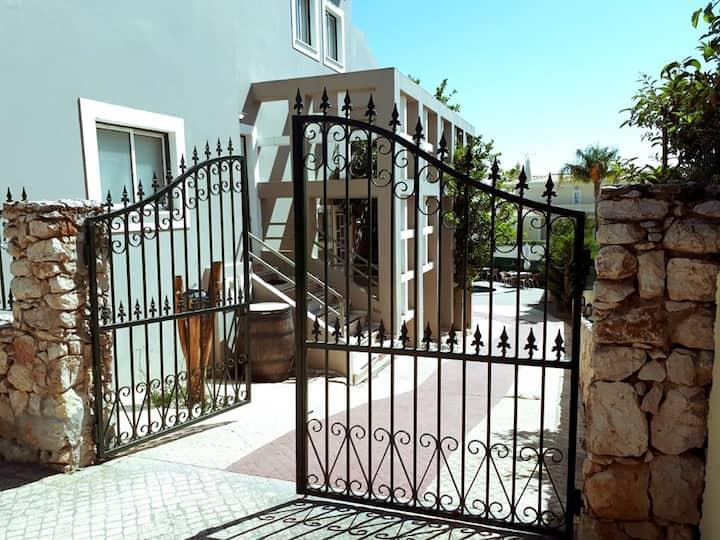 Bom Gosto No.4 Private Room/terrace/ bathroom.