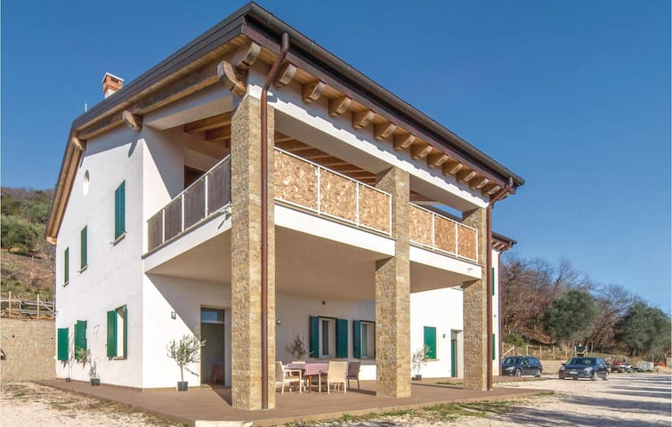 Stunning home in Valnogaredo (PD) with WiFi and 3 Bedrooms