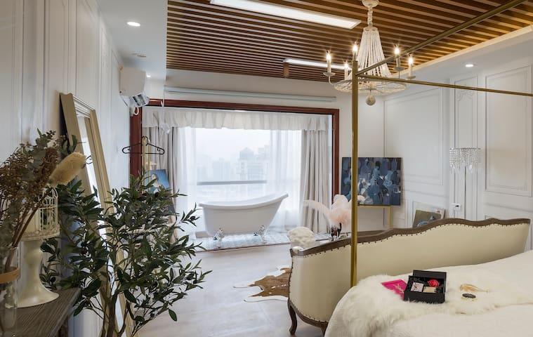 【赫拉·Juno 】新房特惠 法式江景弧形落地玻璃窗巨幕投影 北京路海珠广场双地铁步行五分钟