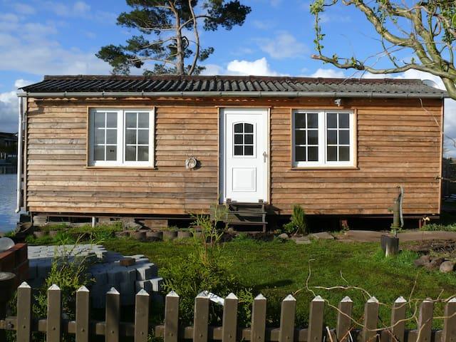 Bootshaus an der Slavenburg - Bützow - Blockhütte