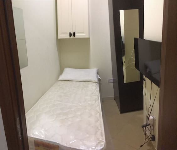 Small Room for Rent in Dubai Marina for one Man.