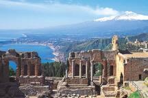 Taormina vista Etna e teatro Greco
