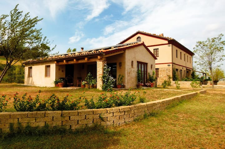Ferienhaus in Panoramalage - Montecarotto/AN - Bungalow