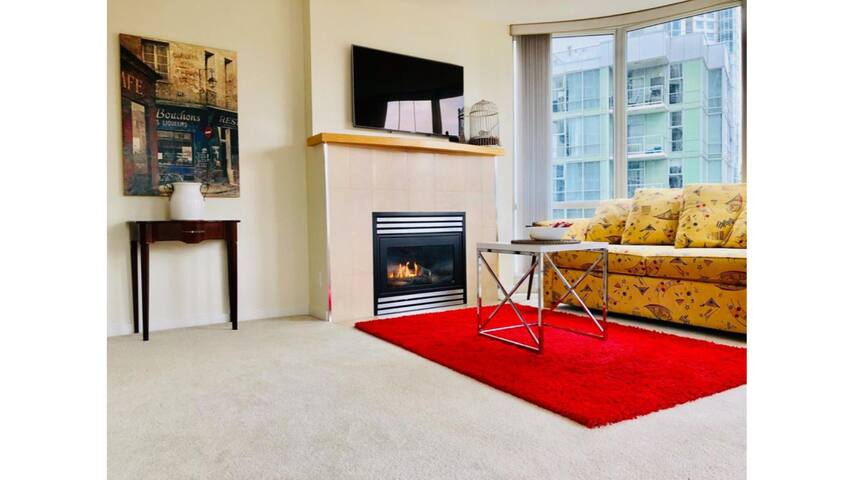 Beautiful 2 Bed Condo Downtown Central