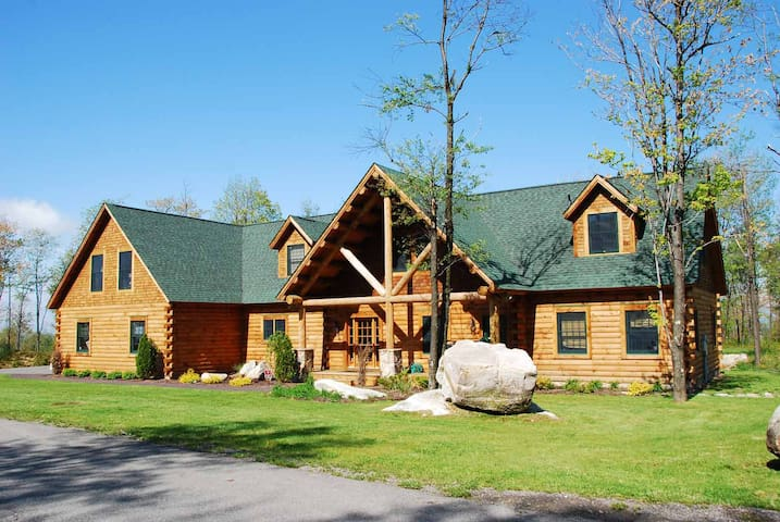 Dog Friendly Ski in/Ski Out home w/hot tub, fire pit, 5 master suites!