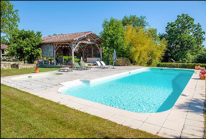 Maison 110m2 avec piscine dans hameau - Saint-Léonard - Casa