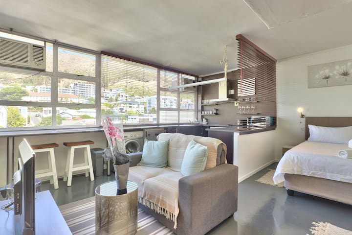 Sunny Studio in the Heart of Sea Point