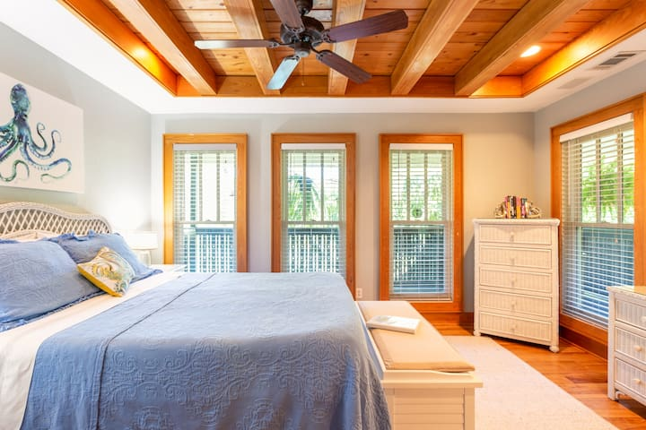 Private Master Bedroom with queen bed in shared home.