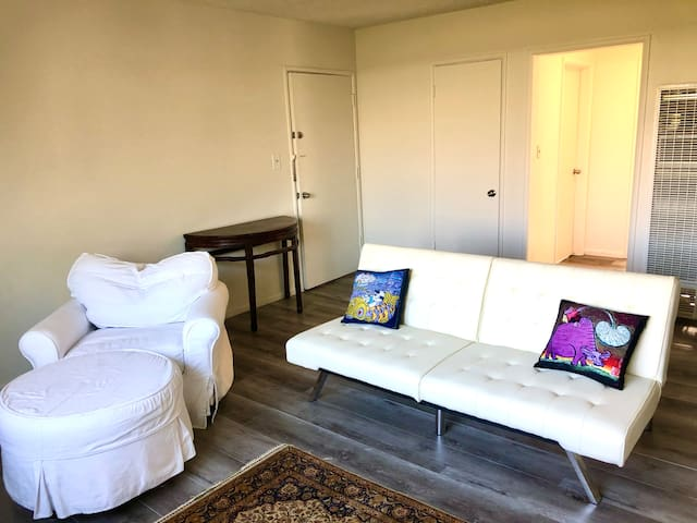 South Redondo* Updated 2BR 1Bath *1 block to beach