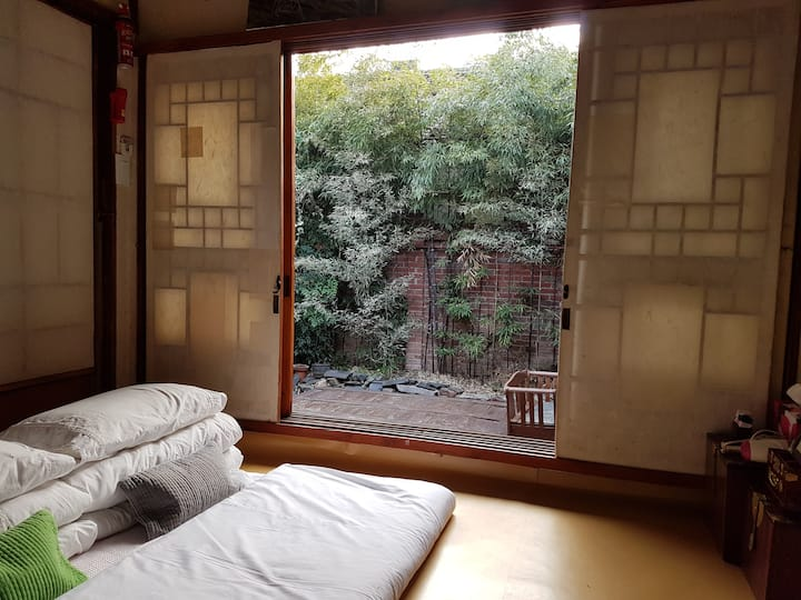 Tasteful and picturesque Hanok ~~~♡ Triple Room