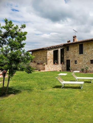 the stone house - Vasco - pistoia - วิลล่า