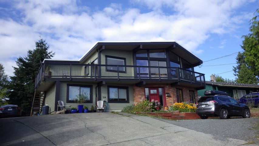 Panoramic Ocean View with Private Bath & King Bed - Campbell River - House