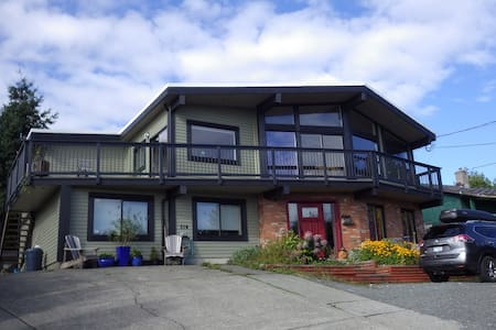 Panoramic Ocean View with Private Bath & King Bed - Campbell River - Дом