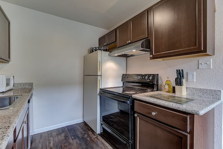 Comfy 2-Bedroom, 5min to Concord BART