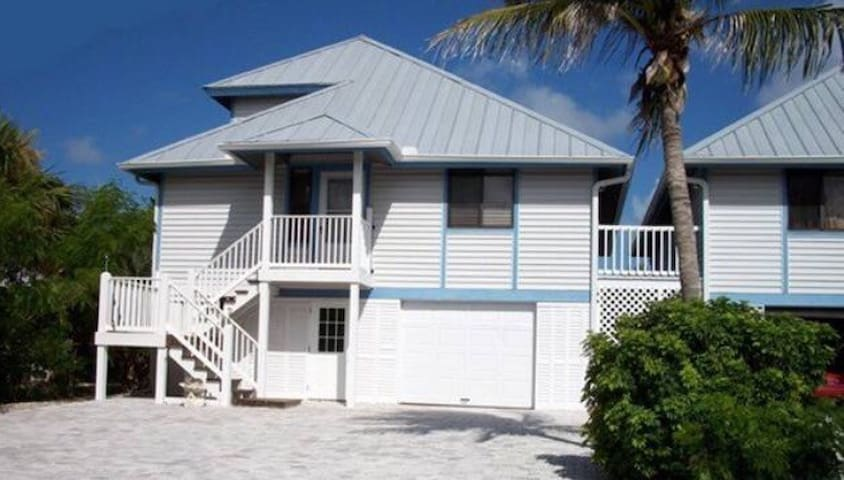 Three Bedroom Bay Front Beach House - Fort Myers Beach