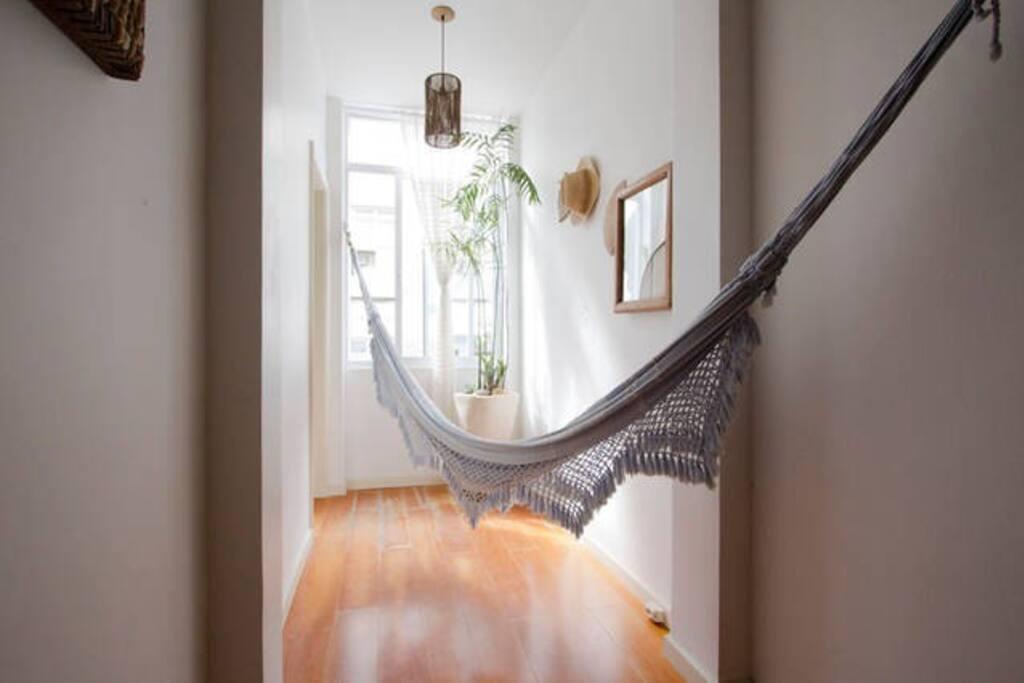 Sala de estar c rede / Living room w/ hamock nice