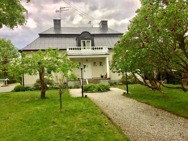 Newly renovated apartment (in villa) 10 min from Stockholm's city