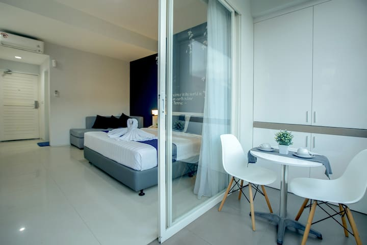 Cozy Studio with Kitchen & Balcony near Seminyak 2