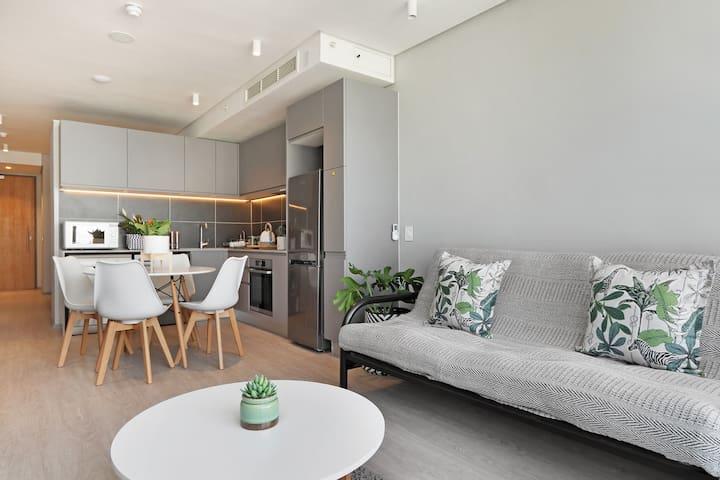 Luxurious Modern City Apartment