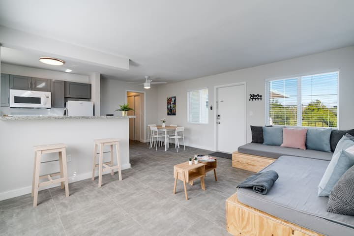 Super Central, bright  1 Bedroom with free parking