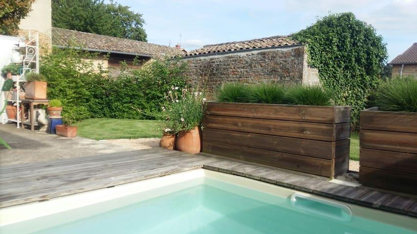 Très agréable maison en maconnais - Charnay-lès-Mâcon - Huis