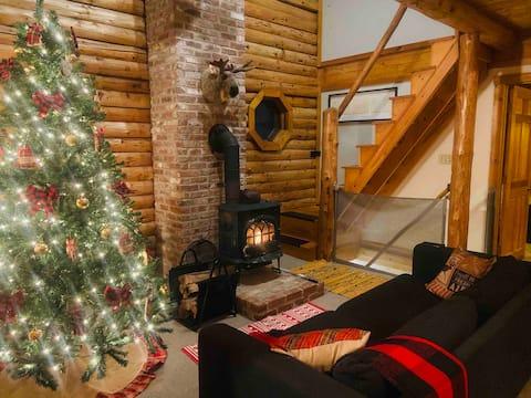 Beautiful Log Cabin on Belleau Lake- All 4 Seasons