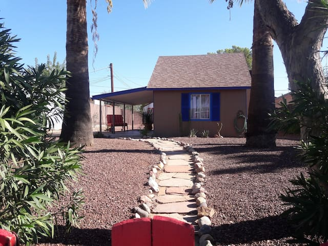 Charming Cottage downtown in historic Wickenburg