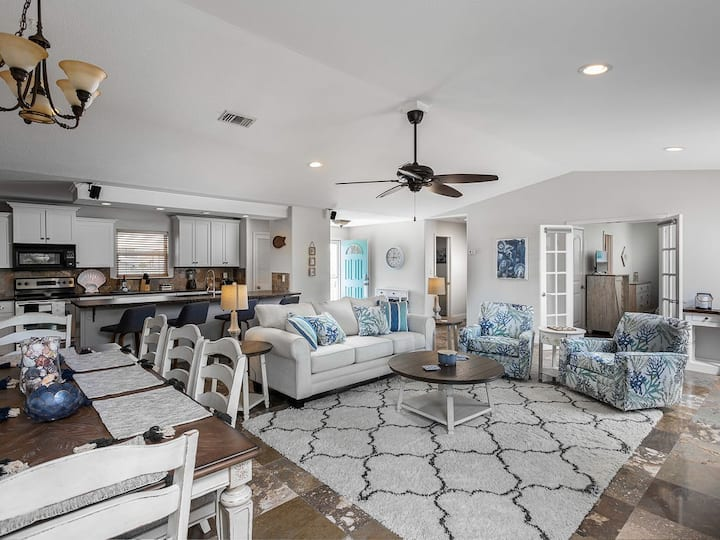 35% off 3/7-3/13 - Waterfront House Sleeps 10!