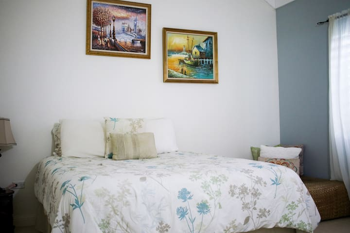 SunJah room-Queen Bed- room 2 - tranquil, airy and sunny