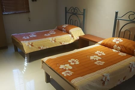 Blissful Bed & Breakfast (Room 2) - Tacloban City - Talo