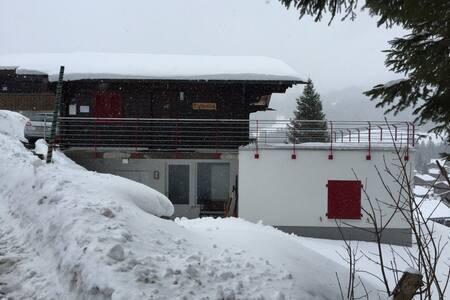Familienferien im Chalet Mythenblick - Alpthal - House