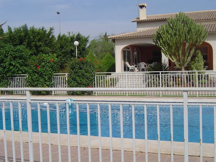 Oasis casa chalet con piscina casas de campo en for Casas rurales alicante con piscina