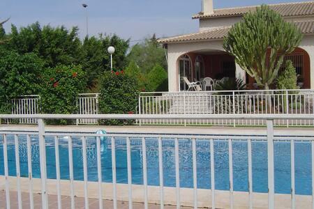 Oasis. Casa-Chalet con piscina. - Elx