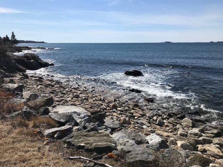 Lovely vintage waterfront home on the open ocean in New Harbor Maine