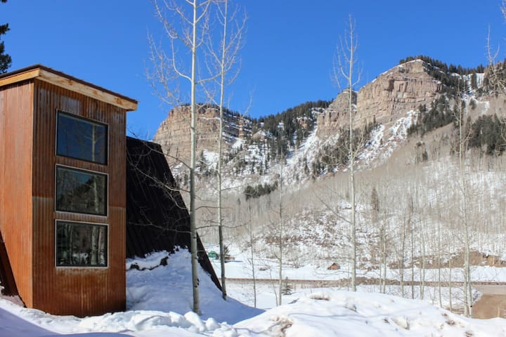 Spacious mountain home w/ private hot tub, gas grill, & deck - close to slopes!