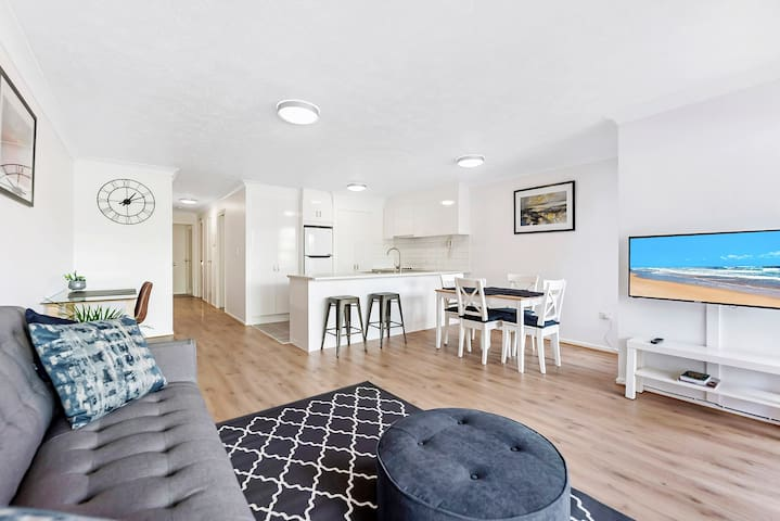 Newly Renovated 2brm Apartment Full GC Experience!
