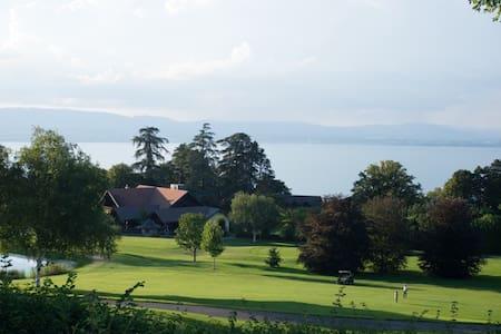 Villa avec vue sur le lac, au pied du golf d'Evian - Évian-les-Bains - วิลล่า