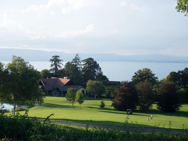 Villa avec vue sur le lac, au pied du golf d'Evian