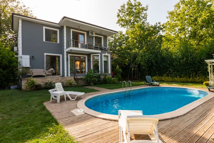 4 BR Duplex with Private Pool and Garden in Sapanca