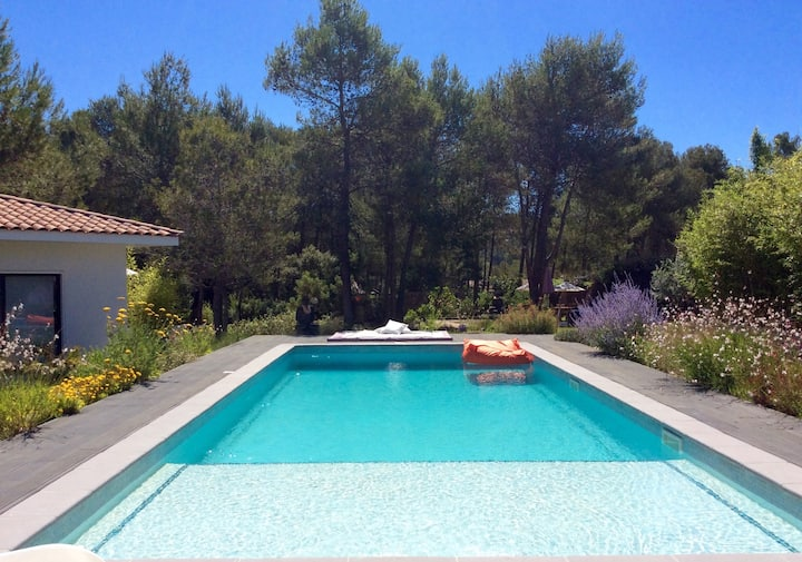 BEAUTIFUL VILLA WITH POOL IN EXCLUSIVE AREA