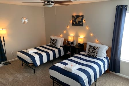 COMFY 2-3 bd room in Humble by IAH airport (5m)