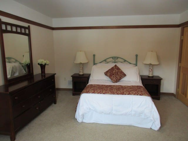 LAKE WALLENPAUPACK- LAKEFRONT ESTATE - Room 204