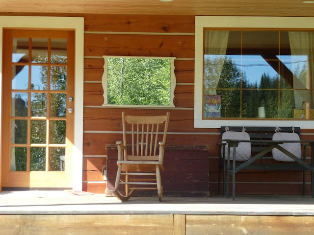 """Green Mountain Cottage - Wells Gray Park - """"Inlaw"""""""