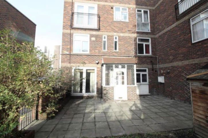 Large comfortable 3 Bed house in Central location
