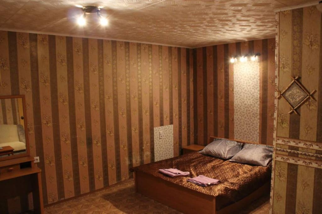 Комната: 2-х спальная кровать