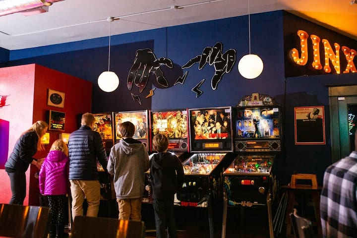Jinx has a great menu with comfort pub food, local beers on draft and mixed cocktails. Kid friendly until 9pm. Pinball fun for all.
