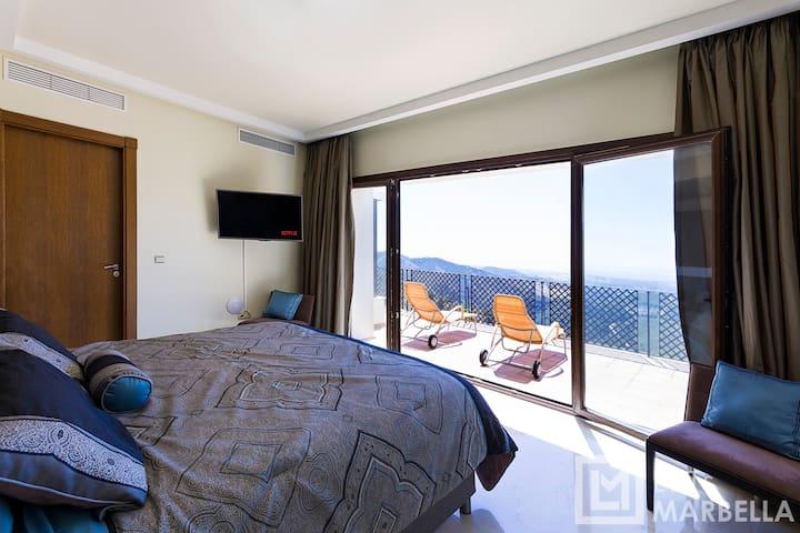 Master Bedroom 1/3