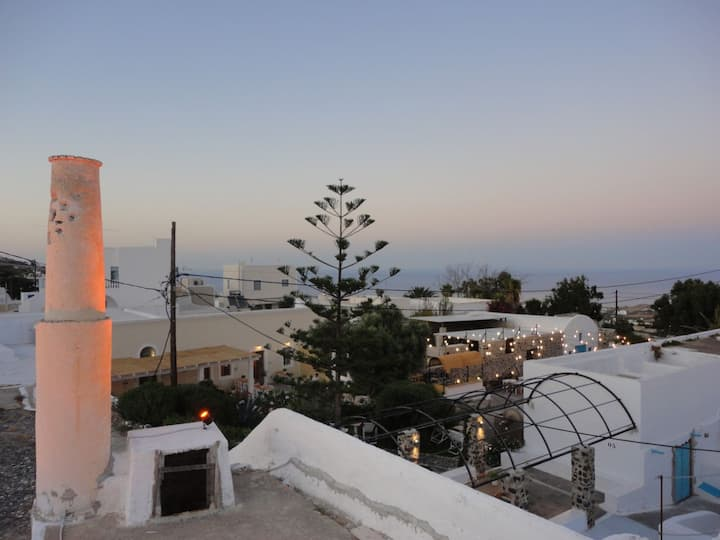 Brand new modern apartment in Fira for 3 with view