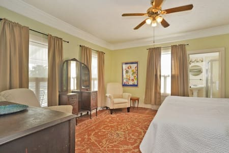 Florida Room King Bed w/en Suite (on 2nd Floor)